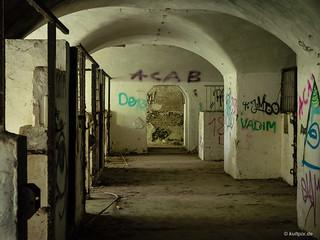 Gang zu den ehemaligen Pferde-Boxen im Kölner Fort IX