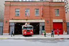 FDNY (dangaken) Tags: ny nyc newyorkcity newyorknewyork newyorkny bigapple empirestate city urban eastcoast september2018 september manhattan midtownmanhattan upperwestside downtown engineco1 hookandladder fire firedepartment fdny