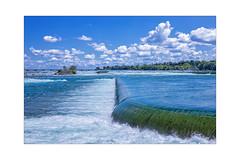 Niagara  mit Wrack (Sylvia Kahler) Tags: kanada canada ontario niagarafälle niagarafalls wrack wreck scow lastkahn