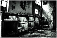 (L.Z photo) Tags: nikond3400 photographie noiretblanc blackandwhite bnw bw urbexfrance explorer explore old abandonnedplace decay urbex