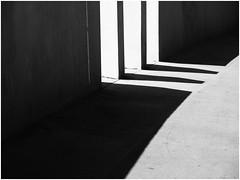 Three chevrons (Ulrich Neitzel) Tags: abstract bw contrast licht light lines linien mzuiko14150mm minimal minimalism monochrome olympusem1 schatten schwarzweiss shadow chevron