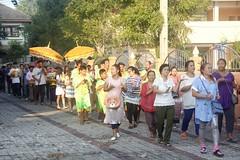 _MG_1291 (jenwichak kakarndee) Tags: วัด พุทธสถาน ที่เคารพ ทำบุญ สักการะ ศาสนา ไหว้พระ สถานที่ศักดิ์สิทธฺิ์ อุโบสถฺ องค์พระ โบสถ์ ขบวนแห่ แห่นาค กลุ่มคน งานอุปสมบท งานบวช parade ordination public ceremony merit wat buddha respect worship religion placeofworship church