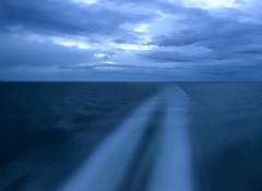 Nacht auf der Ostsee (Andreas Gugau) Tags: polen pol schiff frachtschiff transport handel container containerschiff poland vessel ship cargo balticsea baltic sea ocean