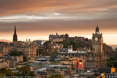 Evening Light over Edinburgh (Pexpix) Tags: view castle edinburgh church tower sky placeofworship city 攝影發燒友 clock evening sunset clouds scotland unitedkingdom gb