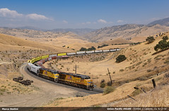 Show must go on! (Marco Stellini) Tags: union pacific up es44ac caliente tehachapi pass california kern usa