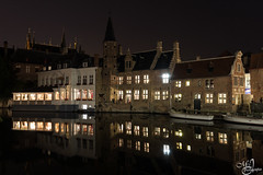 Bruges by night (mvj photography) Tags: belgique belgium bruges nightshot nightphotography photodenuit longexposure expositionlongue water canal reflets reflections