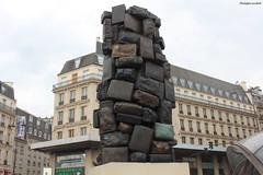 """""""Consigne à vie"""", d'Arman (philippeguillot21) Tags: statue accumulation bagage valise art arman fernadez consigne paris saintlazare france capitale europe pixelistes canon"""