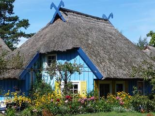 Reetdach gedecktes Haus an der Ostsee