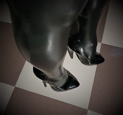 20180917_041040 (yoveoeltube) Tags: 7inch black pumps patent extreme ellie high heels highheels fetish sexy shiny stilettos shoes soles stockings latex rubber legs
