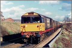 58049, Retford (Jason 87030) Tags: diesel loco locomotive engine bone class58 railfrieght redstripe 58049 tracks coal mgr wagons merrygoround tren train old scan