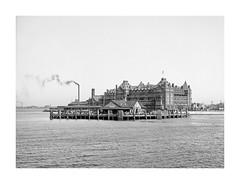 V_2013 (C&C52) Tags: paysage landscape architecture immeuble hôtel vintageshot collector