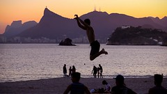 Slackline (Julio Pinon) Tags: errejota people sports sea water sunset beach slackline icaraí niterói riodejaneiro brazil brasil