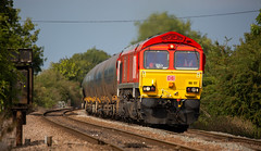 DBC Class 66/0 no 66117 approaches Newark Flat Crossing on 23-08-2018 with 6M00 Humber to Kingsbury loaded tanks. (kevaruka) Tags: newark north gate diamond crossing flat nottinghamshire summer 2018 aug august railfreight railway trains train freight dbc db schenker gbrf class 60 66 tug shed 60066 drax telephoto flickr thephotographyblog front page yellow blue grey green colour colours color colors canon eos 5d mk3 ef100400 f4556l 5d3 5diii countryside outdoors trees rail locomotive composition photography clouds cloudy day cloud railroad tree sky 66117 6m00