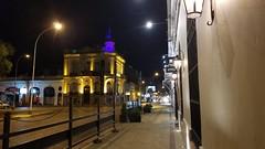 Casa de la cultura - Tandil (Raúl Alejandro Rodríguez) Tags: calle street vereda sidewalk adoquines cobbles carteles letreros signs farolas lamposts streetlights tandil provincia de buenos aires argentina