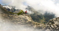LLeras de Pambuches (msfleon) Tags: leonesp españa spain montañaorientalleonesa picosdeeuropa leon mountain niebla fog ruta track ladera cielo montaña paisaje mar gente hierba