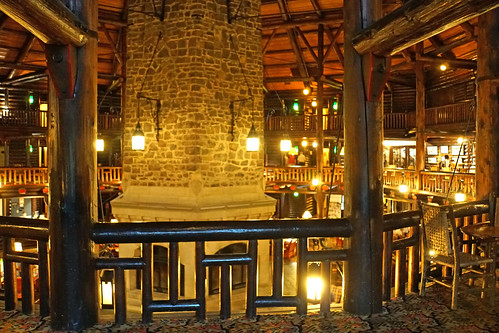 DSC01194 - World's Largest Log Cabin