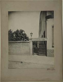 Ingresso del Ricovero notturno provvisorio in via Manfredo Fanti, 1903