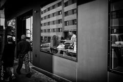 Tea time (zmi66 - ZMIphoto) Tags: raw leicaq romand art vaud summilux1728mm people switzerland noir light suisse summer été black monochrome blanc zmiphoto show blackandwhite trip white lausannecité portrait romandie lausanne