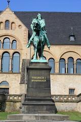 Denkmal für Kaiser Friedrich I. Barbarossa vor der Kaiserpfalz Goslar (Helgoland01) Tags: deutschland germany niedersachsen goslar denkmal monument kaiser statue kaiserpfalz barbarossa
