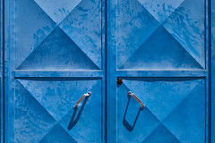 'Blue Monday' (Canadapt) Tags: door handle shadow geometry diamond symmetry lock pattern graphic loures portugal canadapt