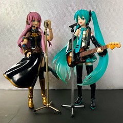 Duet (Sasha's Lab) Tags: megurine luka 巡音ルカ miku hatsune 初音ミク vocaloid sing singer guitar guitarist music musician girl gsc figma toy idol teen action jfigure