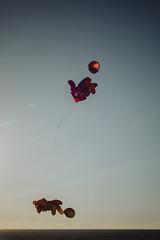 flyin'    l  2018 (weddelbrooklyn) Tags: natur landschaft friesischeinseln norderney nikon d5200 nature landscapes frisianislands horizont ballon ballons drachen horizon northsea nordsee balloon balloons