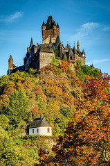 Reichsburg Cochem (enneafive) Tags: cochem reichsburg morning autumncolours castle sky trees leaves chapel fujifilm xt2 affinityphoto hdr