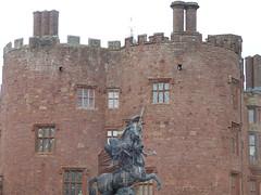 Statue of Fame - Powis Castle (ell brown) Tags: powiscastle castellpowys welshpool powys wales unitedkingdom greatbritain medievalcastle fortress grandcountrymansion robertclive cliveofindia britisheastindiacompany castellcoch castellpool castellpola castellpole castelltrallwng redcastle reddecastle castelcough earlofpowis nationaltrust builtbyawelshprince gruffyddapgwenwynwyn owainapgruffyddapgwenwynwyn barondelapole siredwardherbert edwardclive statueoffameinentrancecourtyardatpowiscastle statue statueoffame bronze bronzestatue terraces gradeiilisted andriescarpentiere pupilofjohnvannost sirnicholasshireburnofstonyhurstlancashire montgomeryshirelead llangynogmines gfbodley groupbyantoinecoysevoxforlouisxiv wingedfemalefigureoffamebornebypegasus gradeilistedbuilding gradeilisted redsandstonerubble freestonedressings bodley smirke