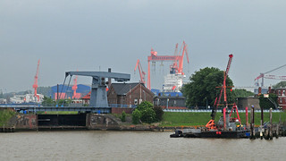 Emden outer harbour with sea lock flap bridge to the inner harbour and shipyards / Emden-Außenhafen mit Seeschleuse und Klappbrücke zum Binnenhafen und zu den Werften