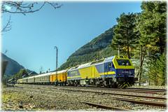 Tren Azul en Canfranc (440_502) Tags: 333 3000 prima continental rail conti tren azul azaft asociación zaragozana de amigos del ferrocarril y tranvías ffcc zaragoza delicias canfranc