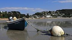 Le repos à marée basse (Un jour en France) Tags: mer plage bateau bouée village église pêche sable paysage landscape sea
