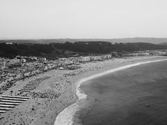 Miradouro do Sítio 2 (KevCab) Tags: portugal nazaré noir et blanc bw lumix gx9 panasonic plage beach praia sitio miradouro vue sight