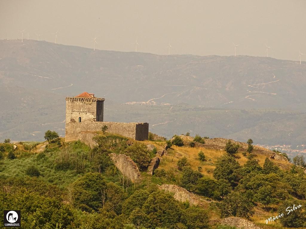 Águas Frias (Chaves) - ... castelo de Monforte de Rio Livre (monumento nacional) no alto do Brunheiro ...