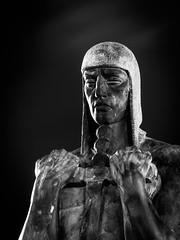 Tenerife (Roberto Steinert) Tags: warrior guerrero escultura islascanarias canarias canaryislands tenerife santacruz spain españa estatua statue bronce soldado blancoynegro bw