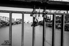 candados sobre el rio ebro (adribouzada) Tags: candado amor zaragoza rio ebro puente