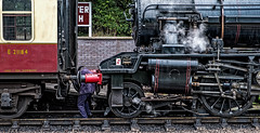 Coupling (Peter Leigh50) Tags: steam locomotive train engine fireman buffer great gcr central platform station carriage railway railroad rail fujifilm fuji xt2
