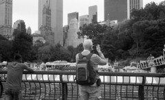 Central Park (triebensee) Tags: leica m3 leitz summaron 35mm f28 fomapan100 kodakhc110 dilutionh epsonv700 film rangefinder blackandwhite selfdeveloped
