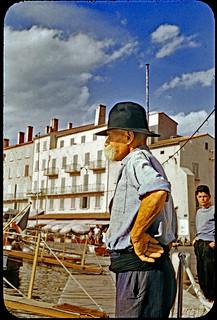 Vintage Kodachrome. August 1956. Saint Tropez (France). Vieux tropezien contemplant le port.