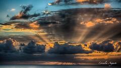 Super Strahlung.. (cornelia_auguste) Tags: abendstimmung abendstunde abendlicht abenddämmerung abendhimmel abendsonne action corneliaauguste colour dämmerung detailaufnahme einzigartigkeit farbenspiel farben farbenrausch gegenlicht himmel himmelsstimmung himmelsfarben lichtstimmung light lichtstrahlen moment meer nature natur outdoor orange ozean skyline sonnenuntergang sunset sky sonne sun teneriffa wasser wolkenstimmung water wolkenbildung strahlung sonnenstrahlen skylinie