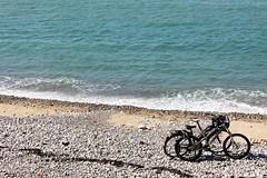 1754 SEULS AU MONDE (rustinejean) Tags: rustine mer sea velo plage galets vag
