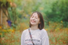 IMG_4581 (Haru2212) Tags: girl ngoàitrời người lightroom nature natural naturalbeauty canon sunday canon450d smile magic vietnamese vietnam portrait flower