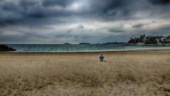 La Vielle qui... regardait la mer (Fred&rique) Tags: lumixfz1000 hdr photoshop saintmalo dinard bretagne plage eau sable villas nuages ciel dame fauteuil seule