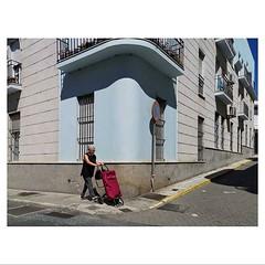 Her daily routine . . #HuaweiP20Pro #Snapseed #OOO #Seemooore #GenteDeAyamonte . . @lacalleesnuestracolectivo #lacalleesnuestracolectivo (luisonrh) Tags: streetphotography streetphoto documentary digital candid gente people mobile mobilephotography huaweip20pro