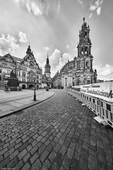 Dresden Katholische Hofkirche b&w 1 (rainerneumann831) Tags: dresden katholischehofkirche gebäude architektur bw blackwhite blackandwhite ©rainerneumann schlosplatz