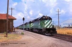 BN 7081-5099-5526, Decatur, TX. 9-08-1980 (jackdk) Tags: train railroad railway locomotive emd emdsd40 emdsd402 sd40 sd402 bn burlingtonnorthern burlington depot station trainstation signal signals standardcab coal coaltrain coaldrag trainorders fwd
