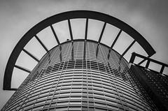 Hochhaus FFM (maik_sen) Tags: hochhaus skyscraper blackwhite schwarzweis architektur architecture perspektive perspective frankfurt ffm grau grey city stadt