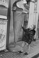 Dad, I want one like that! (Plaisirs Graphic) Tags: streetphotography bw street grenoble ccbysa boy icecream