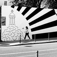 Of black and white (pascalcolin1) Tags: paris femme woman mur wall rayé rayures lined lines lignes noir black blanc white photoderue streetview urbanarte noiretblanc blackandwhite photopascalcolin 50mm canon50mm canon