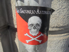 san salvario antifascista (en-ri) Tags: sticker adesivo antifascismo rosso nero torino wall muro graffiti writing teschio skull