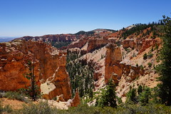 Black Birch Canyon, Bryce Canyon National Park, Utah (mattk1979) Tags: brycecanyon nationalpark utah unitedstatesofamerica country red rocks mountains cliffs sun outdoors sky ponderosa sandstone pine trees blackbirchcanyon limestone view scenic